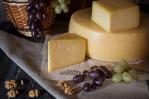 Сыр Монтазио с выдержкой от 1 месяца